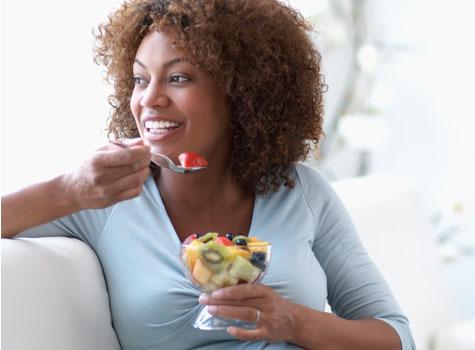 black-woman-eating-fruit-475×350
