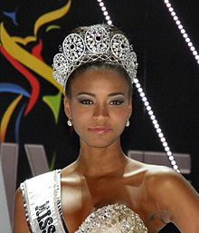 220px-Miss-universe-2011-leila-lopes