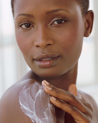 black-woman-body-lotion-1000